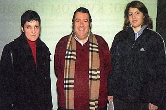 Игнасио Ибарра с самбистками Анной Репида (слева) и Вероникой Татару (справа)