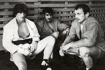 Участники международной встречи Владимир - Испания. Слева направо: испанцы Сичини и Гарсия беседуют с Александром Баженовым