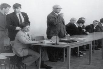 Рязань, 1972 год. Слева направо стоят: ученик Никитина - Василий Царев, сам Николай Никитин, Анатолий Харлампиев. По левую руку от Харлампиева сидят Генрих Шульц, Илья Ципурский, Евгений Глориозов