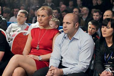 Среди гостей, наблюдавших за боями, были Наталья Рогозина и Федор Емельяненко