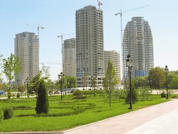 Строительство на центральной площади Грозного,  напротив бывшего дворца Дудаева, Чечня