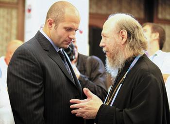 Ф. Емельяненко и вице-президент филиала РСБИ Ярославской области Архимандрит Сильвестр